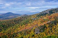 Χρώματα φθινοπώρου, μπλε χώρος στάθμευσης κορυφογραμμών, βόρεια Καρολίνα στοκ εικόνες με δικαίωμα ελεύθερης χρήσης
