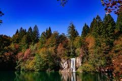 Χρώματα Autum και καταρράκτες των λιμνών Plitvice στην Κροατία Στοκ φωτογραφία με δικαίωμα ελεύθερης χρήσης