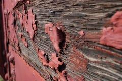 Χρώμα αποφλοίωσης στο ξύλινο αυτοκίνητο ραγών στοκ εικόνες