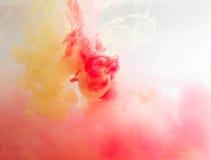 Χρώμα καπνού κάτω από το νερό Στοκ φωτογραφίες με δικαίωμα ελεύθερης χρήσης
