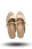 Χρώμα κρέμας των παπουτσιών μόδας που απομονώνεται στο άσπρο υπόβαθρο Στοκ Εικόνες