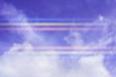 Χρώμα μέσω των σύννεφων στον ουρανό βραδιού Στοκ εικόνα με δικαίωμα ελεύθερης χρήσης