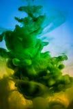 Χρώμα στο νερό, κόκκινος, ζωηρόχρωμος, μπλε, πράσινος, κίτρινο Στοκ Φωτογραφίες
