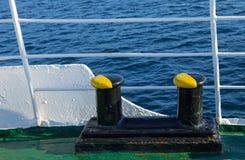Χρώμα στυλίσκων πρόσδεσης στο Μαύρο και κίτρινος Στοκ Φωτογραφίες
