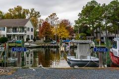Χρώμα φθινοπώρου η ακτή και το λιμάνι κόλπων Chesapeake στο ST Michaels στοκ εικόνα