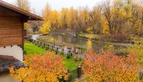 Χρώμα φθινοπώρου στο πάρκο Στοκ φωτογραφία με δικαίωμα ελεύθερης χρήσης