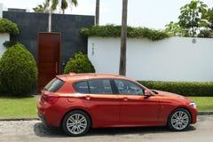 Χρώμα χαλκού BMW 120i που σταθμεύουν σε Chorrillos, Λίμα Στοκ Εικόνες