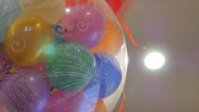 Χρώμα baloons σε ένα μεγάλο baloon απόθεμα βίντεο