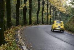 χρώμα s autum throug που ταξιδεύει Στοκ εικόνα με δικαίωμα ελεύθερης χρήσης
