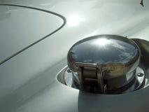 Χρώμιο ΚΑΠ υλικών πληρώσεως αθλητικών αυτοκινήτων Στοκ εικόνες με δικαίωμα ελεύθερης χρήσης