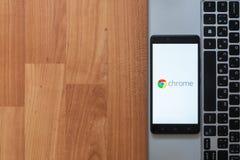 Χρώμιο Google στην οθόνη smartphone Στοκ φωτογραφία με δικαίωμα ελεύθερης χρήσης