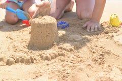 χτίζοντας άμμος κάστρων Στοκ φωτογραφίες με δικαίωμα ελεύθερης χρήσης