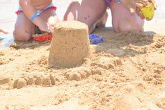 χτίζοντας άμμος κάστρων Στοκ εικόνες με δικαίωμα ελεύθερης χρήσης