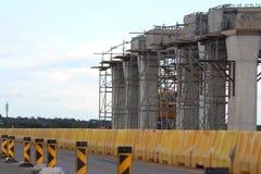 Χτίζοντας γέφυρα Στοκ εικόνα με δικαίωμα ελεύθερης χρήσης