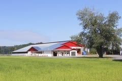 χτίζοντας γαλακτοκομικό αγρόκτημα Στοκ εικόνες με δικαίωμα ελεύθερης χρήσης
