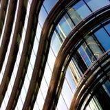 χτίζοντας γυαλί/μέταλλο Windows Στοκ εικόνα με δικαίωμα ελεύθερης χρήσης