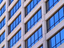 χτίζοντας εμπορικά Windows Στοκ Εικόνα