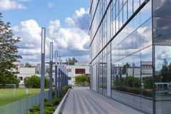 χτίζοντας εξωτερικό σύγχρονο γραφείο Στοκ Εικόνες