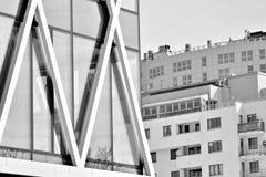χτίζοντας εξωτερικό σύγχρ μαύρο λευκό Στοκ Εικόνες