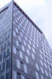 χτίζοντας επιχειρησιακός υψηλός σύγχρονος ουρανοξύστης Στοκ Φωτογραφίες