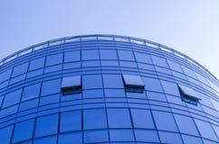 χτίζοντας επιχειρησιακός υψηλός σύγχρονος ουρανοξύστης Στοκ φωτογραφία με δικαίωμα ελεύθερης χρήσης