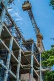Χτίζοντας εργοτάξιο οικοδομής και γερανός Στοκ φωτογραφία με δικαίωμα ελεύθερης χρήσης
