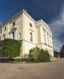 χτίζοντας κλασσικά columnes Στοκ φωτογραφία με δικαίωμα ελεύθερης χρήσης