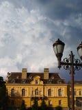 χτίζοντας νεφελώδης παλαιός ουρανός Στοκ εικόνες με δικαίωμα ελεύθερης χρήσης
