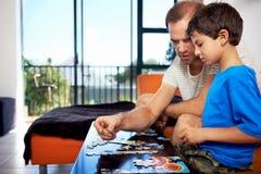 Χτίζοντας οικογένεια γρίφων στοκ εικόνες με δικαίωμα ελεύθερης χρήσης