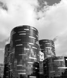 χτίζοντας πύργοι νοσοκομείων γυαλιού στοκ εικόνες