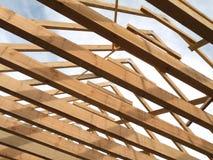 χτίζοντας στέγη σπιτιών Στοκ Εικόνες