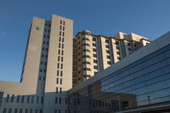 χτίζοντας συρμένο διανυσματικό λευκό απεικόνισης νοσοκομείων χεριών Στοκ Εικόνες