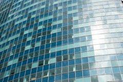 χτίζοντας σύγχρονα Windows γυα&l Στοκ φωτογραφίες με δικαίωμα ελεύθερης χρήσης