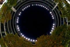 χτίζοντας σύγχρονη νύχτα Στοκ εικόνα με δικαίωμα ελεύθερης χρήσης