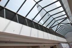 χτίζοντας σύγχρονη στέγη Στοκ εικόνα με δικαίωμα ελεύθερης χρήσης