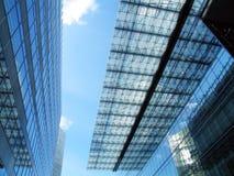 χτίζοντας σύγχρονη στέγη Στοκ Φωτογραφίες