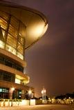 χτίζοντας σύγχρονη όψη νύχτα& Στοκ εικόνα με δικαίωμα ελεύθερης χρήσης