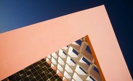 χτίζοντας σύγχρονο γραφ&epsilo Στοκ εικόνα με δικαίωμα ελεύθερης χρήσης