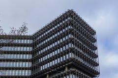 χτίζοντας σύγχρονο γραφ&epsilo Στοκ φωτογραφίες με δικαίωμα ελεύθερης χρήσης
