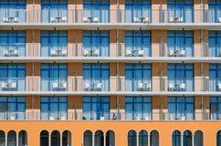 χτίζοντας την πρόσοψη σύγχρονη Στοκ Εικόνες