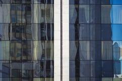 χτίζοντας την πρόσοψη σύγχρ&o Στοκ φωτογραφία με δικαίωμα ελεύθερης χρήσης