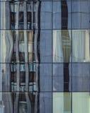 χτίζοντας την πρόσοψη σύγχρ&o Στοκ Φωτογραφίες
