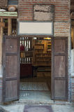 χτίζοντας το μοναστήρι s Ουκρανία ατόμων ανατολικών εισόδων πορτών ξύλινη Στοκ φωτογραφίες με δικαίωμα ελεύθερης χρήσης