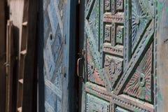 χτίζοντας το μοναστήρι s Ουκρανία ατόμων ανατολικών εισόδων πορτών ξύλινη Στοκ Εικόνες