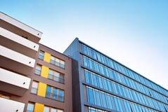 χτίζοντας Windows γραφείων γυα&l Στοκ εικόνες με δικαίωμα ελεύθερης χρήσης