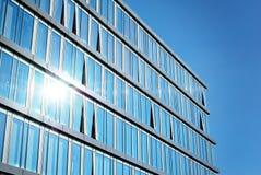 χτίζοντας Windows γραφείων γυα&l Στοκ Εικόνα