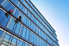 χτίζοντας Windows γραφείων γυα&l Στοκ φωτογραφία με δικαίωμα ελεύθερης χρήσης