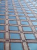 χτίζοντας Windows γραφείων λεπ&tau Στοκ Εικόνα