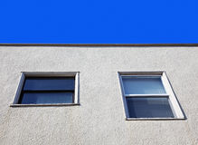 χτίζοντας Windows λεπτομέρεια&sig Στοκ Εικόνα