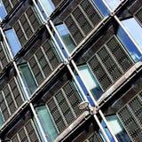 χτίζοντας Windows τύπων μετάλλων σχαρών Στοκ φωτογραφίες με δικαίωμα ελεύθερης χρήσης